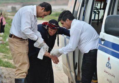 ادامه خدمات رسانی تیم امداد بهداشت و درمان صنعت نفت بوشهر به سیل زده های پل دختر + تصاویر