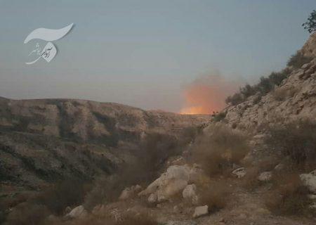 آتش در کوه های جم از کنترل خارج شده است/ اهالی برخی روستاهای مجاور، آماده مقابله با آتش/ مخاطرات جانی برای نیروهای مردمی