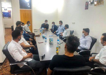 دیدار اعضای تیم فوتبال پارس جنوبی جم با مسئولان/ مالک و مدیر عامل باشگاه، غایب همیشگی!